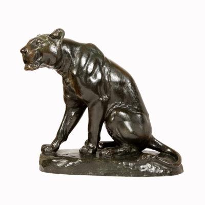 Louis RICHE  «Lionne assise»